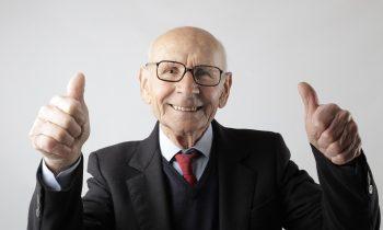 Există o vârstă maximă până la care poți beneficia de implant dentar? implant batran 350x210